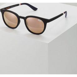 Superdry CASSIE SUN Okulary przeciwsłoneczne rubberised black/pink mirror. Czarne okulary przeciwsłoneczne męskie Superdry. Za 189,00 zł.