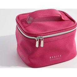 Kosmetyczka kuferek - Różowy. Czerwone kosmetyczki damskie Mohito. Za 39,99 zł.