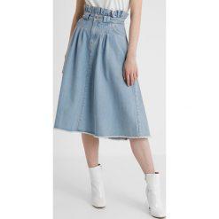 NORR FATIMA SKIRT Spódnica jeansowa light blue. Niebieskie spódniczki jeansowe NORR, xs. W wyprzedaży za 367,20 zł.