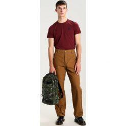 Spodnie męskie: Carhartt WIP SINGLE KNEE TURNER Spodnie materiałowe hamilton brown rinsed