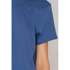 NA-KD Basic T-shirt z odkrytymi plecami - Blue. Różowe t-shirty damskie marki NA-KD Basic, z bawełny. W wyprzedaży za 37,07 zł.