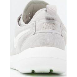 Trampki damskie slip on: Nike Sportswear ROSHE TWO Tenisówki i Trampki gris clair / blanc