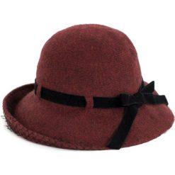 Kapelusz damski Wełniana jesień bordowy (cz16252-2). Czerwone kapelusze damskie Art of Polo, na jesień, z wełny. Za 91,03 zł.