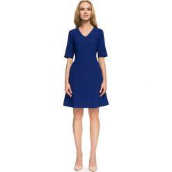 Chabrowa Krótka Wizytowa Sukienka z Dekoltem V. Niebieskie sukienki koktajlowe marki Molly.pl, do pracy, l, z krótkim rękawem, mini, dopasowane. Za 134,90 zł.