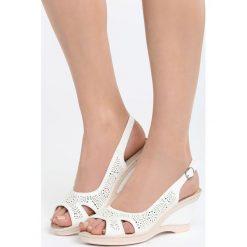 Białe Sandały Front of Me. Białe sandały damskie marki Born2be, z materiału, na koturnie. Za 79,99 zł.