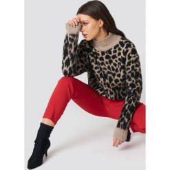 NA-KD Oversizowy sweter Leo - Beige,Multicolor. Szare swetry klasyczne damskie marki NA-KD, z bawełny, z podwyższonym stanem. Za 161,95 zł.