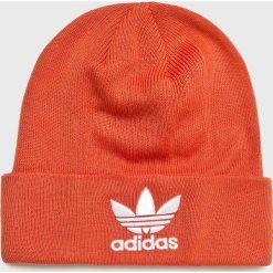 Adidas Originals - Czapka. Czerwone czapki zimowe damskie adidas Originals, z dzianiny. Za 89,90 zł.