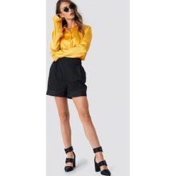 NA-KD Satynowa koszula - Yellow. Szare koszule damskie marki NA-KD, z bawełny, z podwyższonym stanem. Za 121,95 zł.