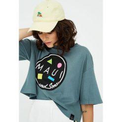 "Szara koszulka ""Maui & Sons"". Szare t-shirty damskie Pull&Bear. Za 59,90 zł."