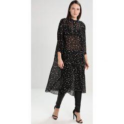 Second Female CALLINO  Sukienka koszulowa black. Czarne sukienki hiszpanki Second Female, xs, z materiału, z koszulowym kołnierzykiem, koszulowe. W wyprzedaży za 551,20 zł.
