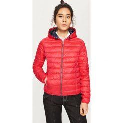 Pikowana kurtka z kapturem - Czerwony. Czerwone kurtki damskie pikowane marki Izas, l. Za 229,99 zł.