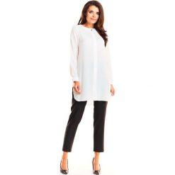 Biała Elegancka Asymetryczna Koszula z Krytym Zapięciem. Białe koszule wiązane damskie Molly.pl, l, eleganckie, z asymetrycznym kołnierzem, z długim rękawem. Za 118,90 zł.
