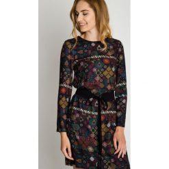 Wiskozowa sukienka w kwiaty z paskiem w talii  BIALCON. Brązowe sukienki hiszpanki BIALCON, w kwiaty, z wiskozy. Za 339,00 zł.