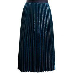 IBlues DOLORES Spódnica trapezowa gruen. Zielone spódniczki trapezowe iBlues, z materiału. W wyprzedaży za 477,95 zł.
