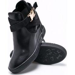 Carinii - Botki. Czarne buty zimowe damskie Carinii, z materiału, na koturnie. W wyprzedaży za 269,90 zł.