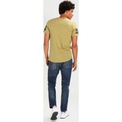 GStar 3301 TAPERED Jeansy Zwężane dk aged. Niebieskie jeansy męskie G-Star. W wyprzedaży za 365,40 zł.