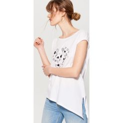Koszulka z asymetrycznym dołem - Biały. Szare t-shirty damskie marki Mohito, l, z asymetrycznym kołnierzem. Za 49,99 zł.
