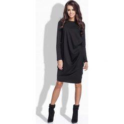 Długie sukienki: Oryginalna sukienka z fantazyjnym upięciem na biodrze czarny