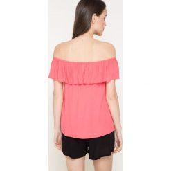 Answear - Bluzka Because Of You. Różowe bluzki z odkrytymi ramionami marki ANSWEAR, l, z tkaniny, casualowe, z dekoltem w łódkę. W wyprzedaży za 39,90 zł.