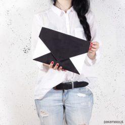 Torebki i plecaki damskie: Kopertówka Letter czarna biała