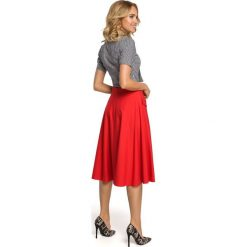 MARJOLAINE Rozkloszowana spódnica midi z kieszeniami - czerwona. Czerwone spódnice wieczorowe Moe, s, midi, rozkloszowane. Za 109,99 zł.