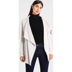 AllSaints DAHLIA Bluza rozpinana nude. Białe kardigany damskie marki AllSaints, s, z bawełny. W wyprzedaży za 370,30 zł.