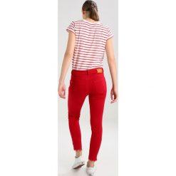 Mos Mosh SUMNER PANT Jeans Skinny Fit cherry. Czerwone boyfriendy damskie Mos Mosh. Za 419,00 zł.