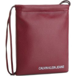 Torebka CALVIN KLEIN JEANS - Ultra Light Flat Cro K40K400623 238. Czerwone listonoszki damskie marki Calvin Klein Jeans, z jeansu, na ramię. Za 279,00 zł.