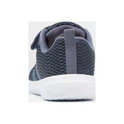 Hummel ACTUS UKUT Obuwie treningowe vintage indigo. Niebieskie buty sportowe chłopięce marki Hummel, z materiału. Za 229,00 zł.