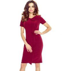 Valentina – elegancka sukienka z falującą plisą bordo. Czerwone sukienki balowe Bergamo, z materiału, z klasycznym kołnierzykiem, z krótkim rękawem, mini, plisowane. Za 105,00 zł.