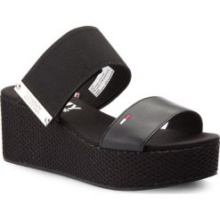 Chodaki damskie: Klapki TOMMY JEANS - Material Mix Flatform Sandal EN0EN00217  Black 990