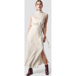 MANGO Sukienka Cava - Beige,Nude,Offwhite. Szare długie sukienki marki Mango, na co dzień, l, z tkaniny, casualowe, z dekoltem halter, na ramiączkach, rozkloszowane. Za 404,95 zł.