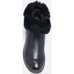 Caprice - Botki. Czarne botki damskie skórzane Caprice, z okrągłym noskiem. W wyprzedaży za 219,90 zł.