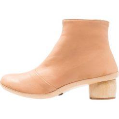 Neosens TINTORERA Ankle boot wood. Różowe botki damskie na zamek Neosens, z materiału. W wyprzedaży za 422,95 zł.