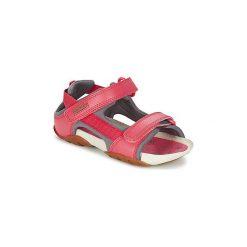 Sandały Dziecko  Camper  OUS. Czerwone sandały dziewczęce marki Born2be, z materiału, z otwartym noskiem, na zamek. Za 263,20 zł.