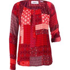 Tunika kreszowana, długi rękaw bonprix jeżynowo-czerwony wzorzysty. Czerwone tuniki damskie z długim rękawem bonprix, z nadrukiem. Za 59,99 zł.