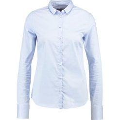 Mos Mosh TILDA Koszula light blue. Niebieskie koszule wiązane damskie Mos Mosh, l, z bawełny. Za 439,00 zł.