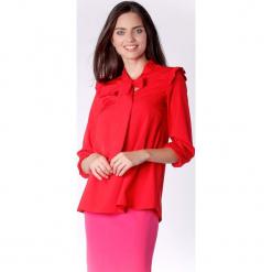 Kobieca Czerwona Bluzka z Dekoracyjnym Wiązaniem i Falbanką. Czerwone bluzki nietoperze marki Molly.pl, l, biznesowe, z falbankami. W wyprzedaży za 130,11 zł.