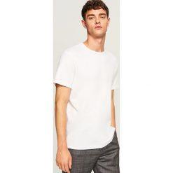 Gładki t-shirt regular fit - Biały. Białe t-shirty męskie marki Reserved, l. Za 49,99 zł.