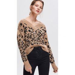 Sweter we wzory - Beżowy. Brązowe swetry klasyczne damskie Reserved, l. Za 139,99 zł.