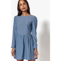 Długie sukienki: Krótka sukienka rozszerzana, rozkloszowana