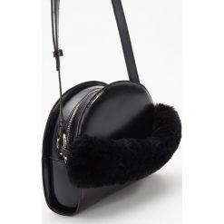 Torebka z pluszowym uchwytem - Czarny. Czarne torebki klasyczne damskie Reserved. Za 99,99 zł.