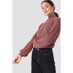 Rut&Circle Sweter w prążki Quini - Pink. Zielone swetry klasyczne damskie marki Rut&Circle, z dzianiny, z okrągłym kołnierzem. Za 121,95 zł.