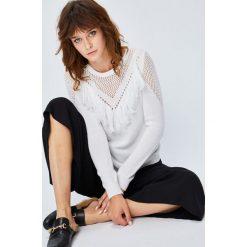 Medicine - Sweter Secret Garden. Szare swetry klasyczne damskie MEDICINE, l, z bawełny, z okrągłym kołnierzem. W wyprzedaży za 59,90 zł.