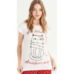 Piżama ze świątecznym kotem - Biały. Białe piżamy damskie Sinsay, l. Za 39,99 zł.