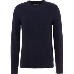 Barbour HAROLD CREW NECK Sweter navy. Niebieskie swetry klasyczne męskie Barbour, m, z bawełny. Za 549,00 zł.