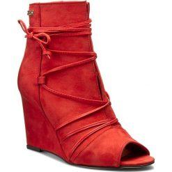 Botki CARINII - B3511 Samuel 1924/Oassi Rosso. Czerwone buty zimowe damskie marki Carinii, z nubiku, na obcasie. W wyprzedaży za 229,00 zł.