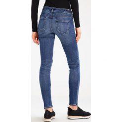 Citizens of Humanity RACER Jeans Skinny Fit voodoo. Niebieskie boyfriendy damskie Citizens of Humanity. W wyprzedaży za 827,40 zł.
