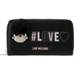 Love Moschino PATCH WALLET Portfel nero. Czarne portfele damskie marki Love Moschino. Za 419,00 zł.