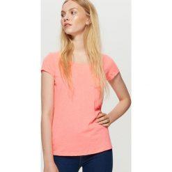 Gładka koszulka - Różowy. Czerwone t-shirty damskie marki Cropp, l. W wyprzedaży za 9,99 zł.
